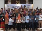 Saat foto Direktur Kawasan dan Kesehatan Ikan beserta peserta saat acara Seminar Pencegahan TiLV (dok. Resti)